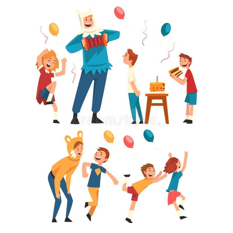 Crianças felizes que têm o divertimento com o animador na festa de anos, anfitriões nos trajes festivos que executam e que jogam  ilustração stock