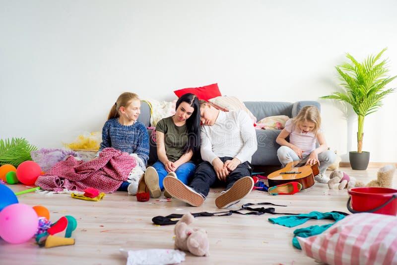 Crianças fora do controle foto de stock royalty free