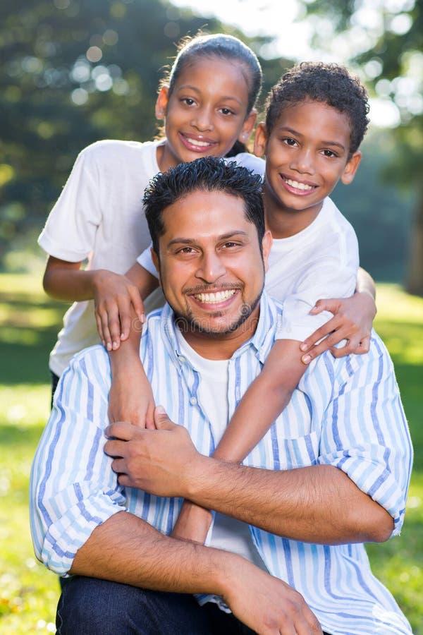 Crianças indianas do pai imagens de stock