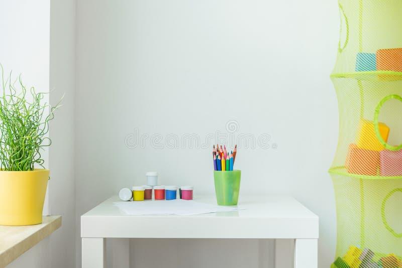 Crianças interiores foto de stock royalty free