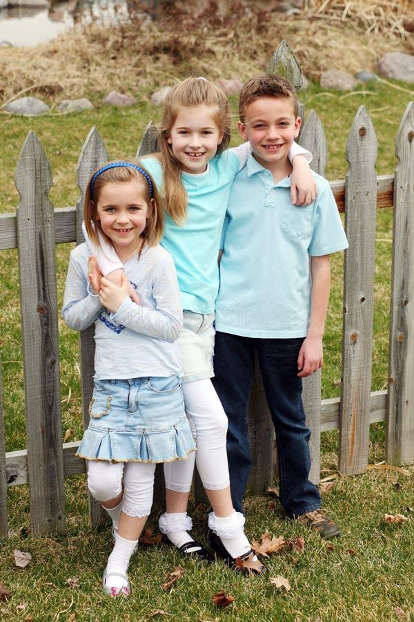 Crianças louras pequenas bonitos imagem de stock