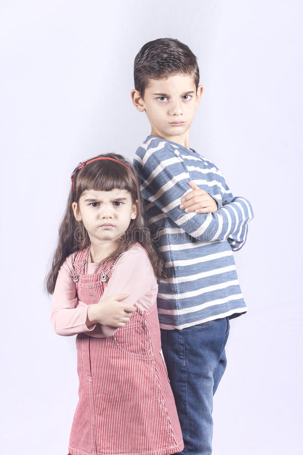 Crianças mijadas fora em se fotografia de stock