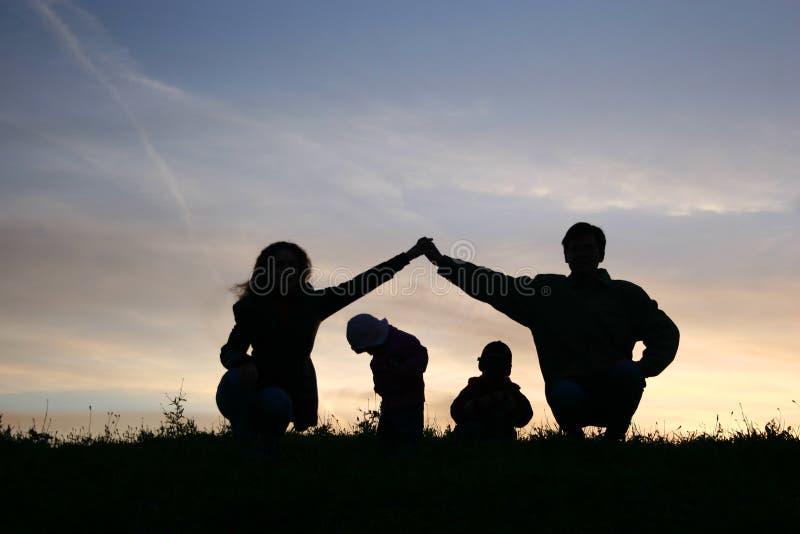 Crianças na casa de pais imagem de stock royalty free