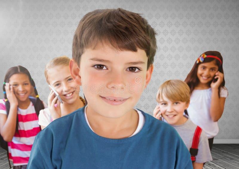 Crianças na sala em telefones ilustração royalty free
