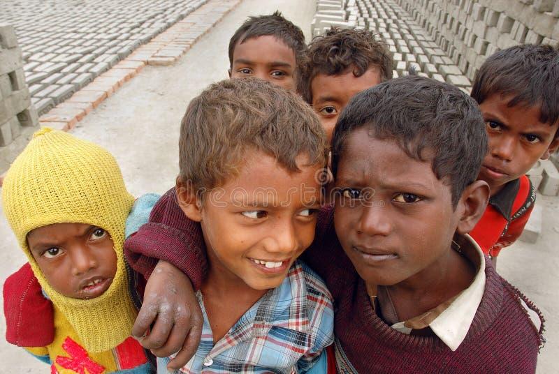 Crianças no Brick-field fotografia de stock royalty free
