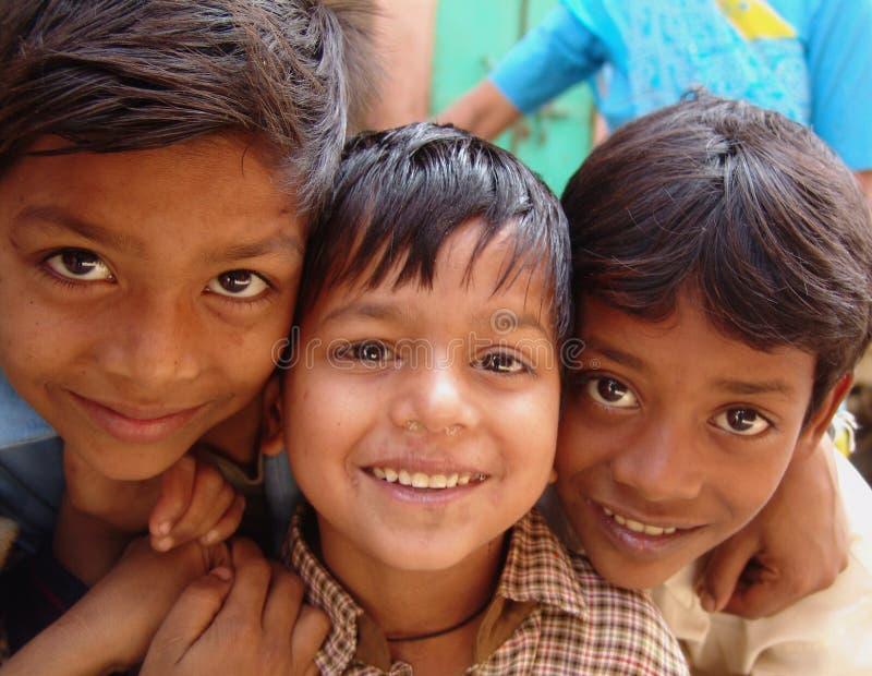 Crianças no camelo justo, Jaisalmer, India foto de stock royalty free
