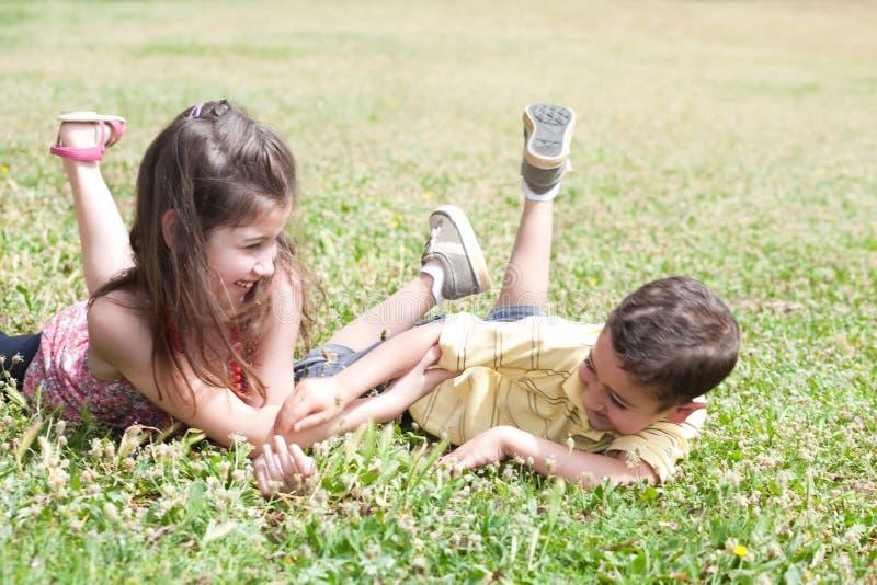 Crianças no parque imagens de stock royalty free
