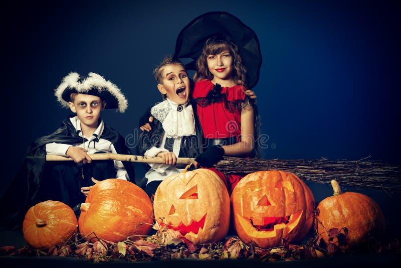 Crianças o Dia das Bruxas fotografia de stock royalty free