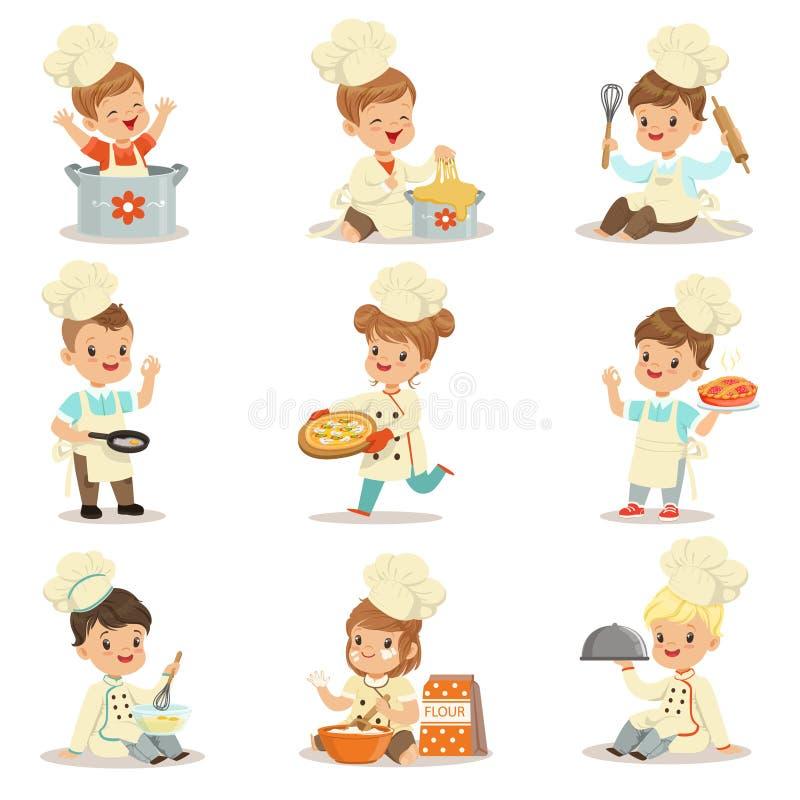 Crianças pequenas no revestimento e no chapéu dobro-Brested principais do Toque que cozinham o alimento e que cozem o grupo de pe ilustração do vetor