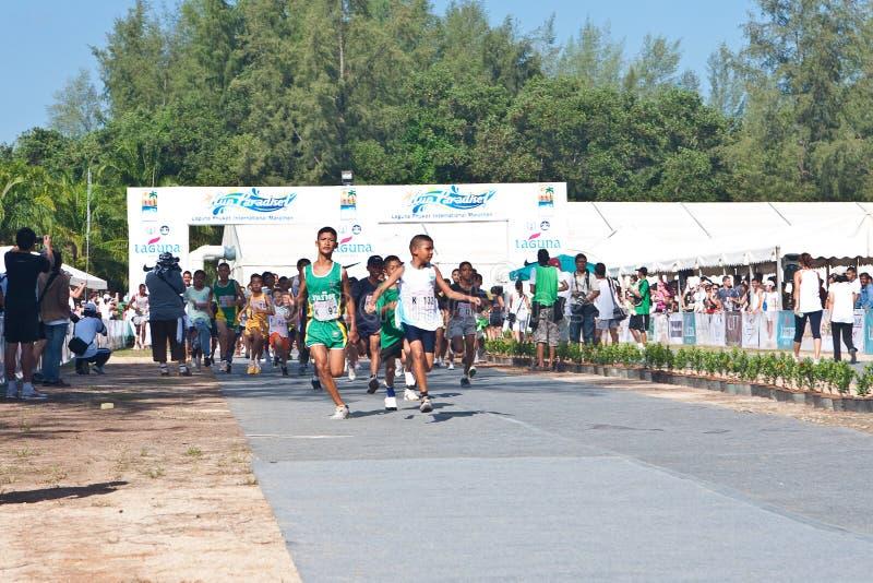 Crianças que começam a maratona fotos de stock royalty free