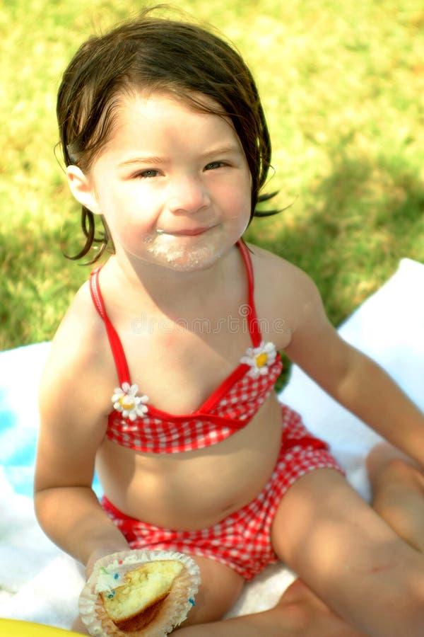 Download Crianças que comem queques imagem de stock. Imagem de adorable - 114611