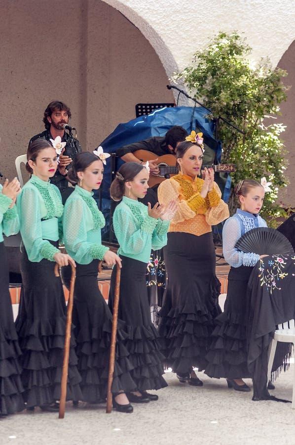 Crianças que dançam Sevillanas imagens de stock royalty free