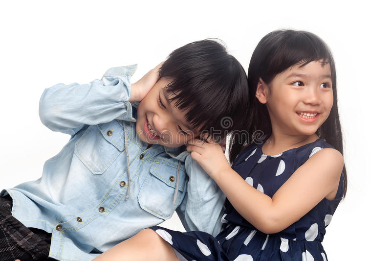 Crianças que jogam e que têm o divertimento fotografia de stock royalty free