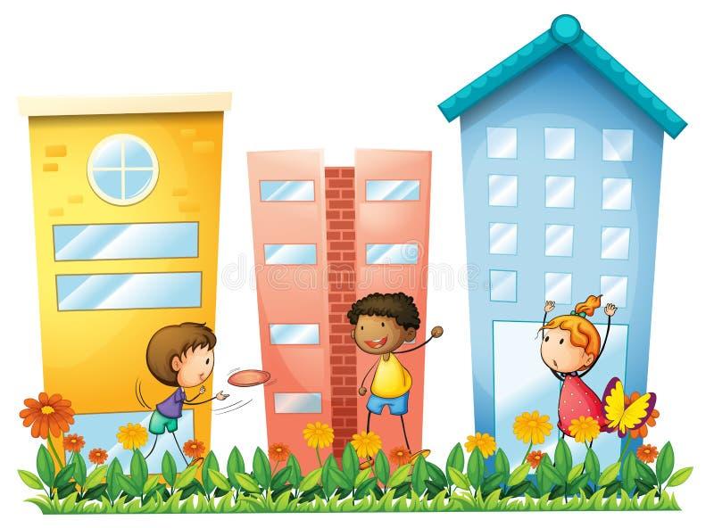 Crianças que jogam na frente das construções altas ilustração do vetor