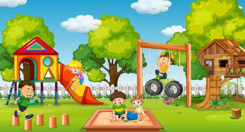 Crianças que jogam no campo de jogos do divertimento ilustração royalty free