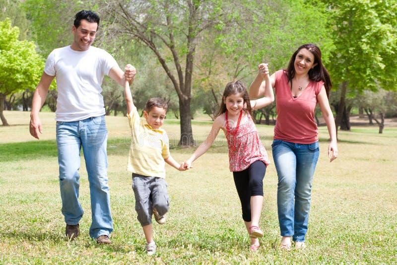 Crianças que jogam no modo alegre fotografia de stock royalty free