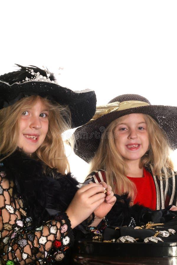 Crianças que tentam no jewlery imagem de stock royalty free