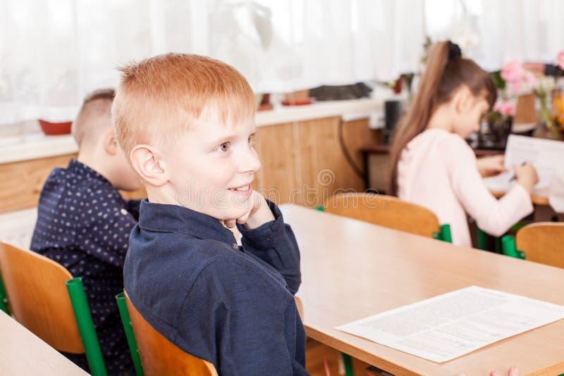 Crianças que tomam um exame fotografia de stock royalty free