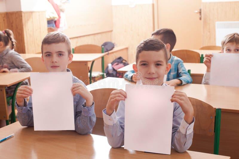 Crianças que tomam um exame imagens de stock
