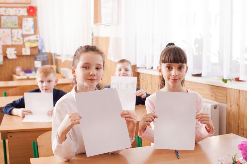 Crianças que tomam um exame fotos de stock royalty free