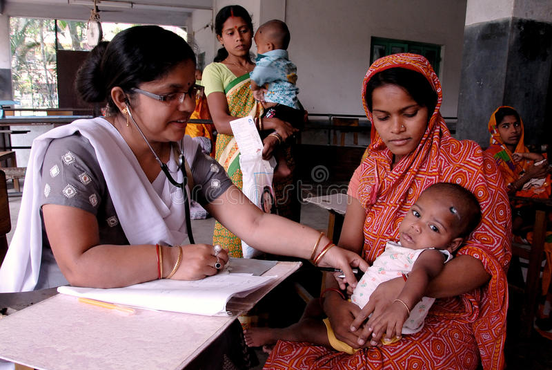 Crianças subnutridos em India imagens de stock