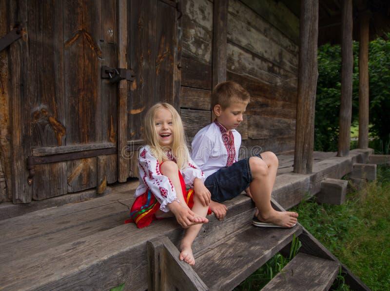 Crianças ucranianas pequenas foto de stock royalty free