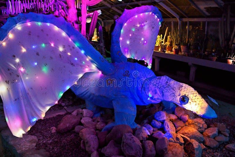 Criatura de Lumagination en los jardines botánicos imagenes de archivo