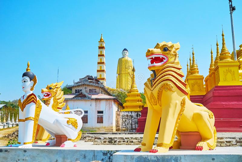 Criaturas míticos no pagode de Aung Sakkya, Monywa, Myanmar imagem de stock royalty free
