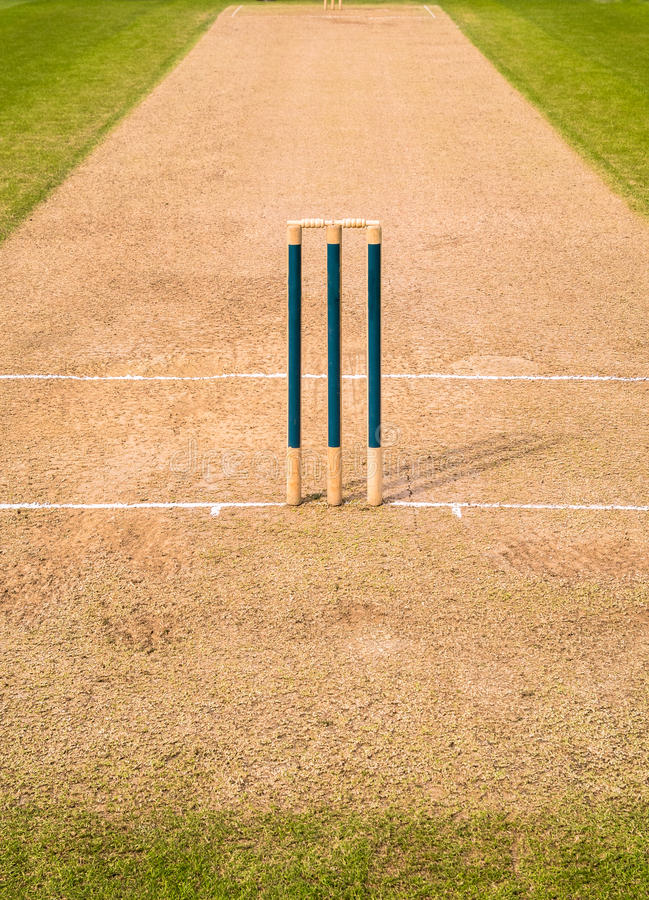 Free Cricket Pitch Wicket Stumps Stock Images - 42294784