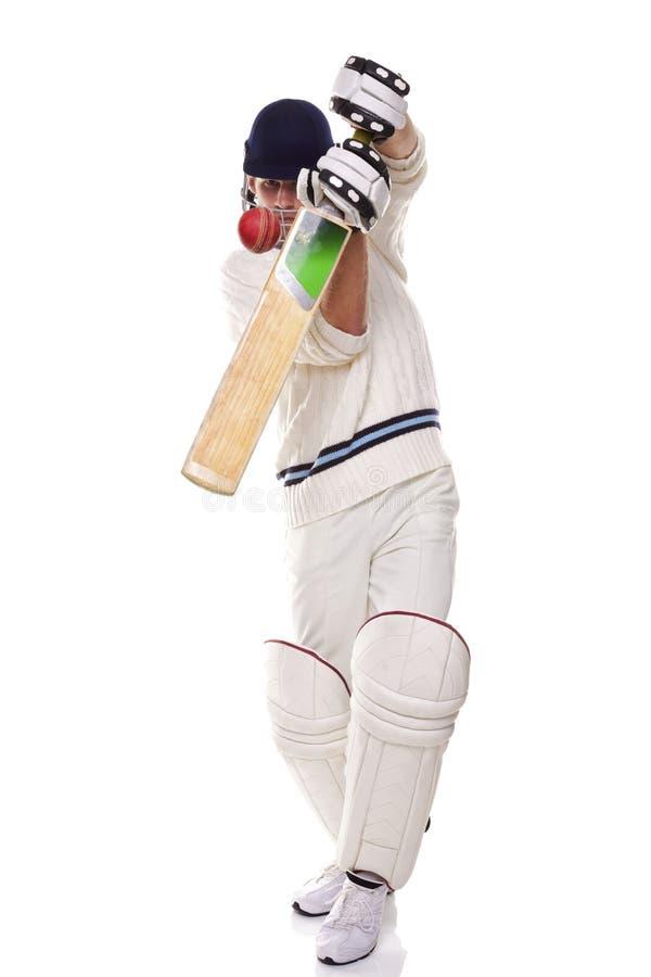 Cricketspeler die een schot speelt stock foto's