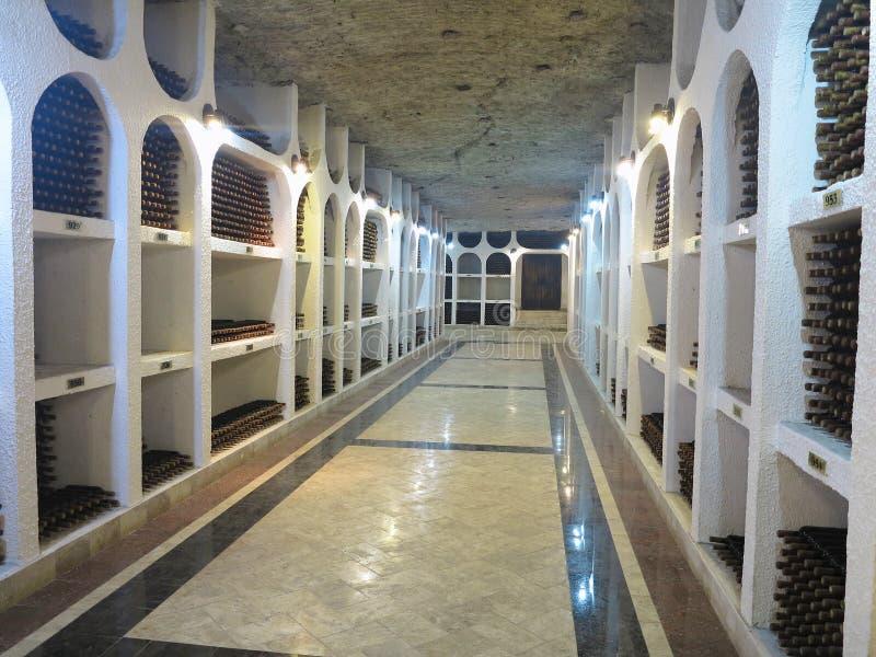 03 10 2015 Cricova, Молдавия Большой подземный винный погреб с c стоковые фото