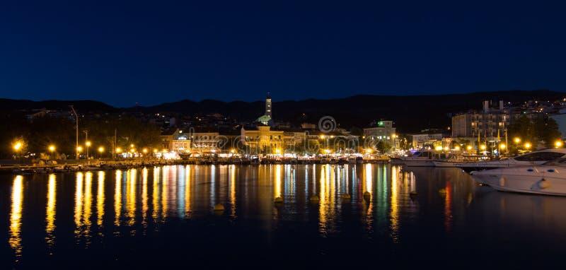 Crikvenica par nuit photographie stock libre de droits