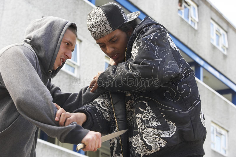 Crime da faca na rua urbana imagem de stock