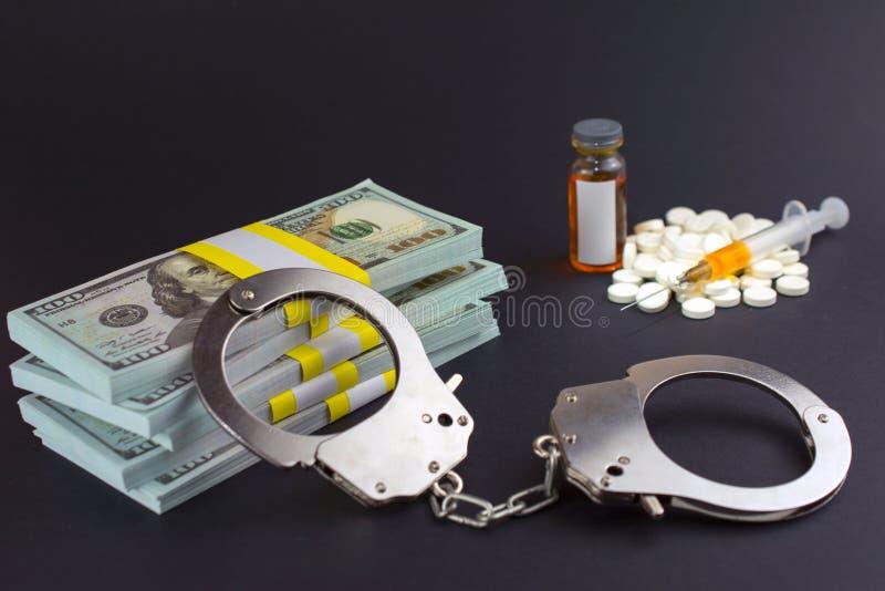 Crime financier dans la production pharmaceutique des drogues image stock