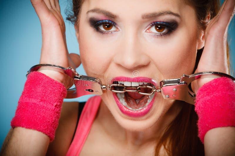 Download Crimen Adolescente - Muchacha Del Adolescente En Esposas Imagen de archivo - Imagen de crimen, generación: 44857299