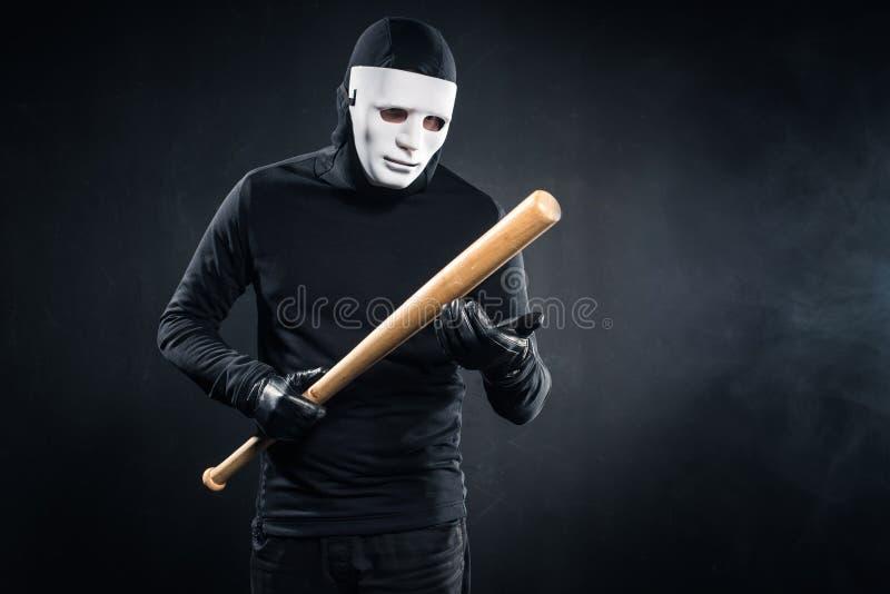 Criminel dans la participation de masque et de passe-montagne images stock