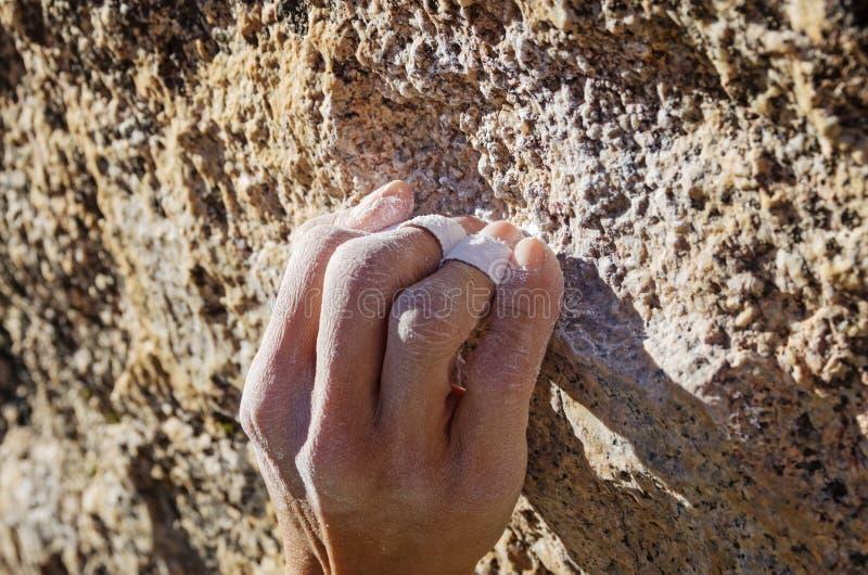 Crimp ορειβατών πιάσιμο στοκ φωτογραφία με δικαίωμα ελεύθερης χρήσης