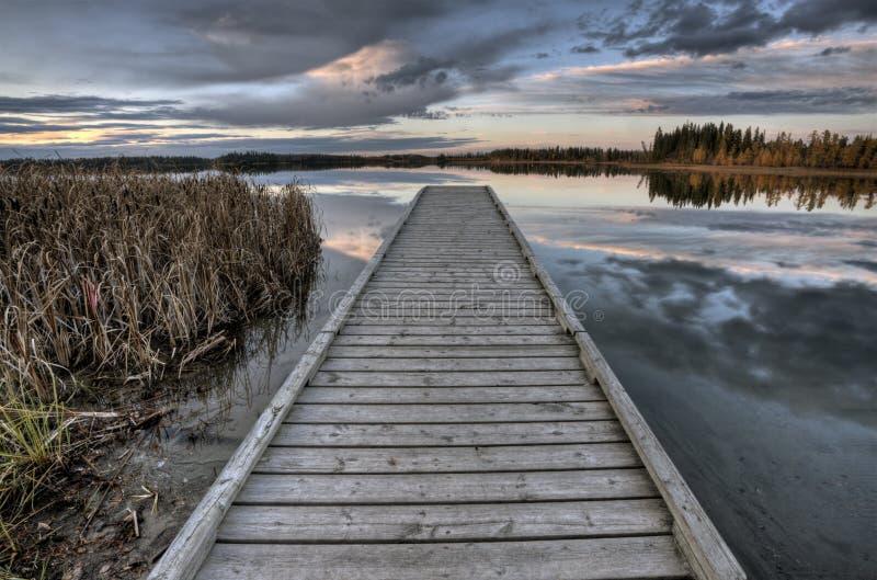 Crimson Lake Alberta Kanada arkivbild