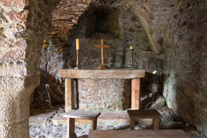 Cripta dentro de un castillo fotos de archivo