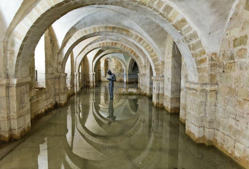 Cripta inundada da catedral de Winchester, Reino Unido foto de stock royalty free