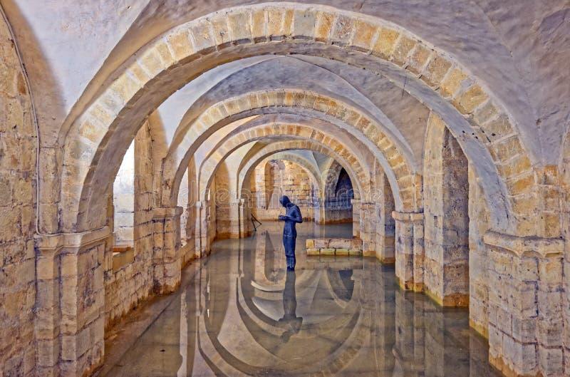 Cripta inundada da catedral de Winchester, Reino Unido fotos de stock