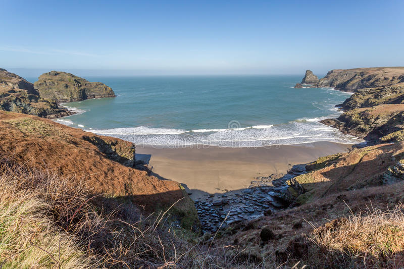 Crique de Benoath et asile de Bossiney photos libres de droits
