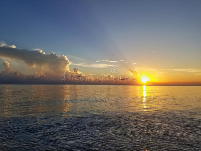 Crique de coucher du soleil images stock