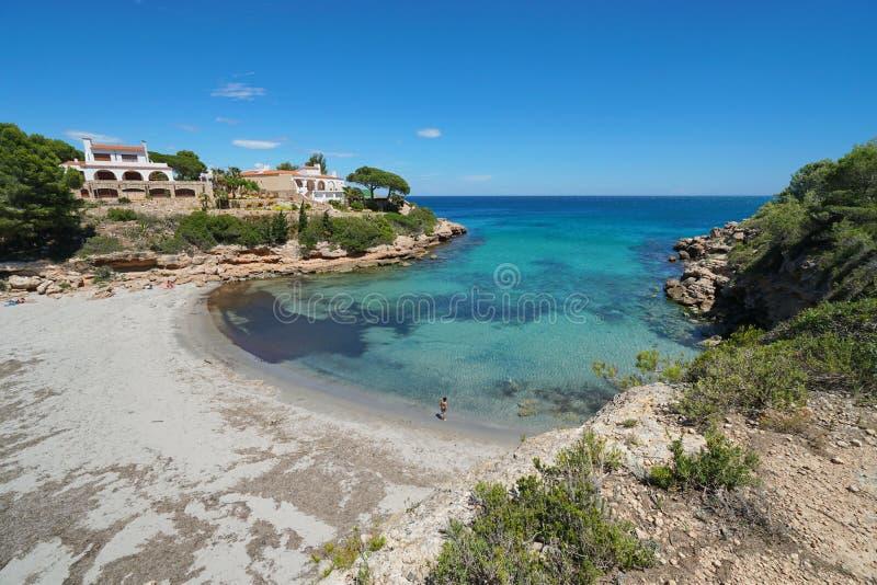 Crique de l'Espagne Costa Dorada avec la plage sablonneuse Catalogne photo stock