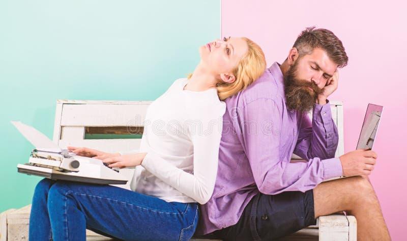 Crise d'inspiration Auteur authentique original d'attribut Équipement authentique de véritable auteur Les auteurs de couples empl image stock