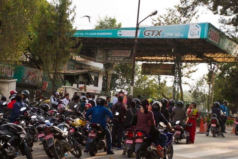 Crise de pénurie d'essence à Katmandou, Népal images libres de droits