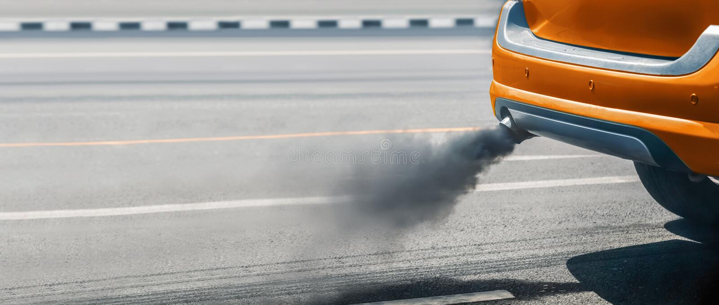 Crise de pollution atmosph?rique dans la ville du pot d'?chappement de v?hicule diesel photos stock