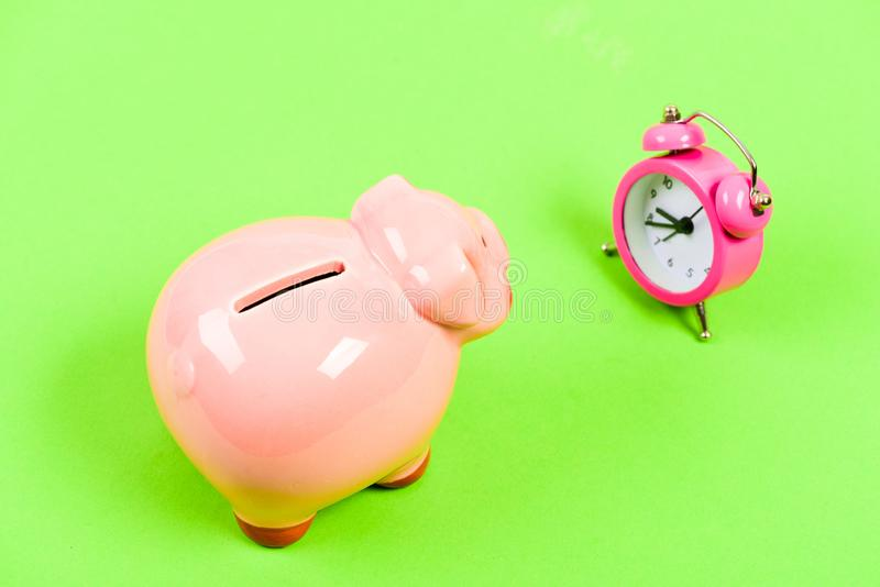 Crise financeira Economia e finan?a Conta bancária Fal?ncia e d?bito Pagamento para o débito Serviço do coletor do banco imagens de stock