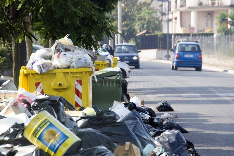 Crisi dei rifiuti a Napoli immagine stock libera da diritti