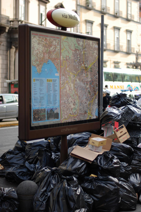 Crisis de los desperdicios en Nápoles foto de archivo